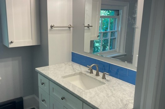 [h-s]blue bathroom